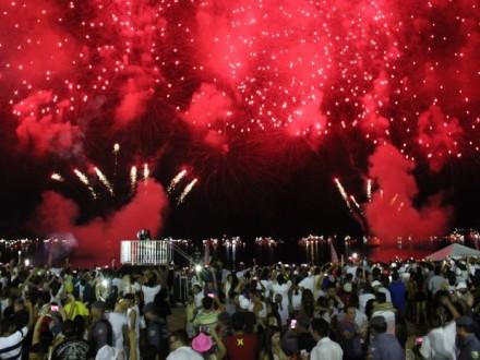 As boas vindas ao ano novo, aconteceram em três locais da cidade
