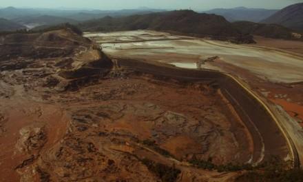 Mais de um milhão de metros cúbicos de rejeitos de minério deslizaram