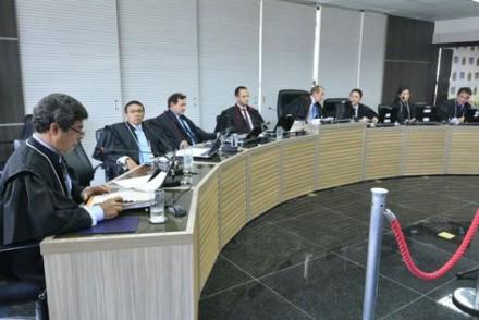 Juízes adiam julgamento de processo pela cassação dos mandatos do governador e do vice, José Melo (Pros) e Henrique Oliveira (SDD)
