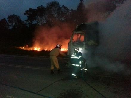 O  incêndio da carreta na BR-174