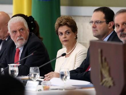 O ministro da Casa Civil, Jaques Wagner, a presidenta Dilma Rousseff e o ministro da Fazenda, Nelson Barbosa, na reunião do Conselhão