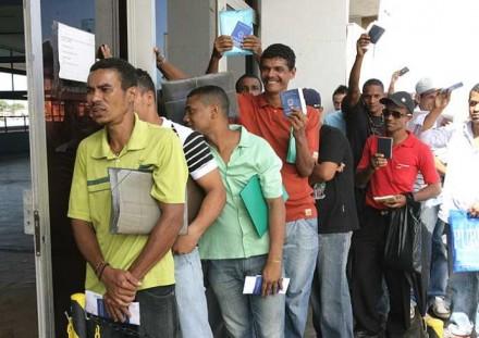 Quilométricas filas se formam pelo Brasil, em busca de emprego