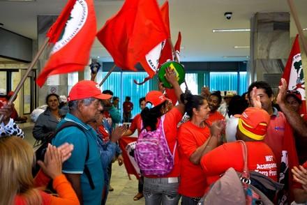 Manifestantes pro reforma agrária, ocupam Ministério, em Brasuilia