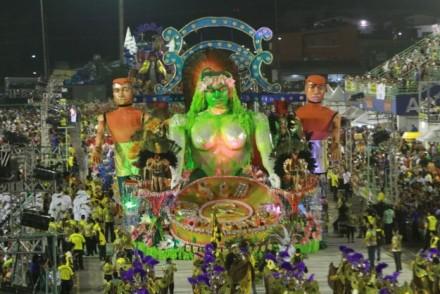 Escolas, apresentarm um Carnval criativo e animado