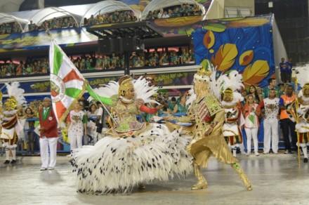 No domingo, o show ficou por conta e seis \escolas de Samba