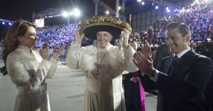 Papara Francissco se espede do Mèxico, visitando uma das cidades mais violentas do país