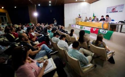MDA discuet em enconrto nacional, políticas públicas e permanencia no campo