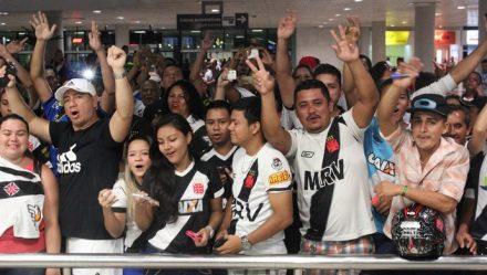 Com muita alegria, vascaínos recepcionaram o time do coração, em Manaus