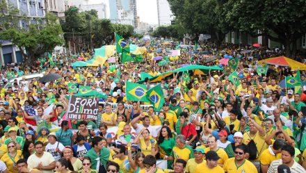 Basileiros, insatisfeitos, protestam nas ruas de todo o país
