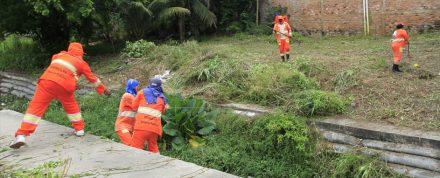 Prefeitura, faz limpeza nas áreas do Prosamim