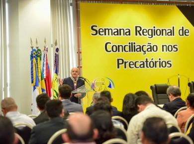 Gov. José Melo, homenageado com medalha, pelo TRT