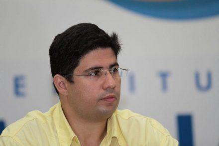 Hissa escapa da expulsão do PDT e quer disputar a Prefeitura de Manaus