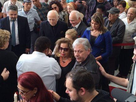 Muita tristeza e emoção no sepultamento do cantor Cauby Peixoto
