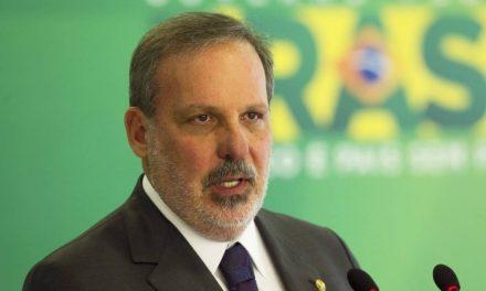 Armando Nogueira deixa o ministério e volta ao Senado para votar contra o impeachment