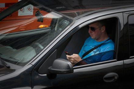 Utiliza o celular no transtidistrai é perigo e a multa ficará mais pesada