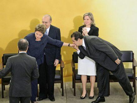 """Dilma, no papel de """"faxineira"""""""