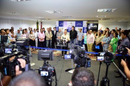 O governador \josé \melo, anuncia novas medidas de economia para combater a crise economica