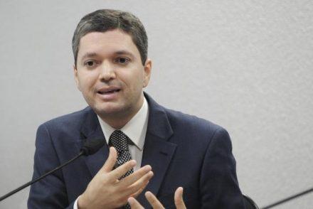 Planalto afirma que Fabiano Augusto, continuará ministro da Transparênia