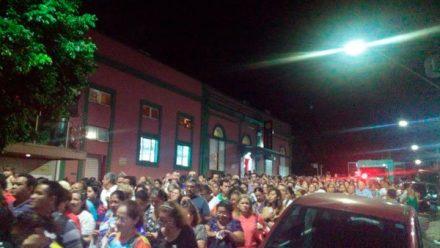 Procissão de N.. S. de Fátima, no começo da noite em Manaus, reuniu milhares de fiés