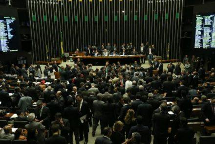 Com criticas, Governo vence a prova de fogo e aprova a nova meta fiscal no Cingresso