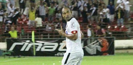 Rodrigo, autor do gol da vitória vascaiina, em Maceió