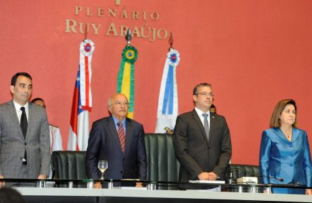 José Melo pede que chefes de outros poderes cortem gastos