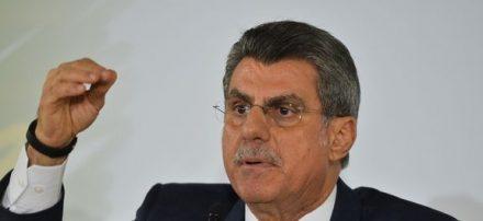 Com o seu nome envolvido na Lava jato, Romero Jucá vai se licenciar do Ministerio do Planejamento