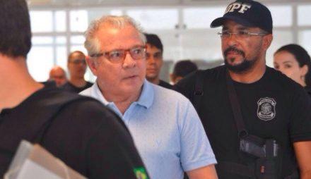 Neudo Campos, ex-governador de Roraima, se entrega à Policia Federal