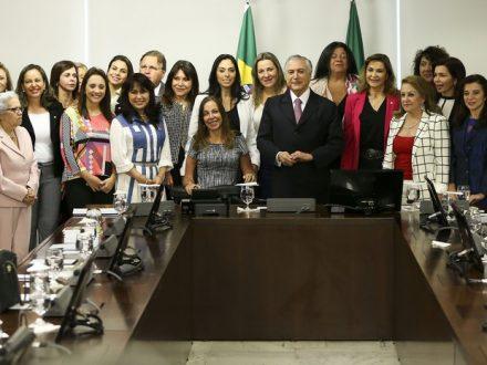Temer recebe na Câmara bancada feminina composta por 20 parlamentares