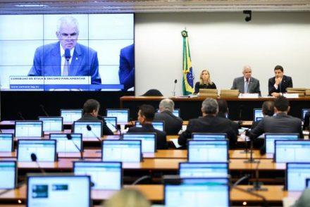 """Deputado diz na Comissão de Ética da Câmara, que prisão de Cunha, representa """"oxigenação"""""""