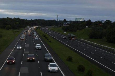 Agora é lei. Trafegas em rodovias no Brasil, agora só cml a luz baixa ligada