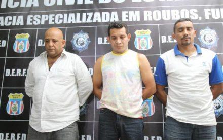 Este trio está preso, mas a polícia procura mais envolvidos
