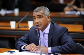 O ex-jogador da Seleção e agora Senador Romário, feliz com a demissão de Dunga