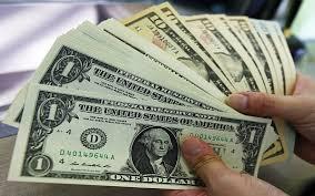 Dolar tem a maior queda do ano.