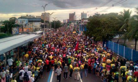 Milhares de pessoas na Marcha pra Jesus em Manaus