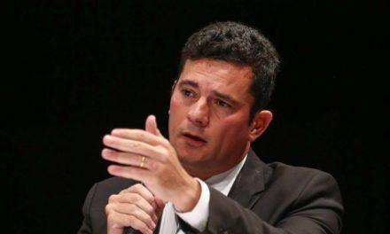 ..e o Juiz Sergio Moro. Enqunto isso, com moral elevada e de bem com a socieadade os dois conituam trabahadom defesa da moralidade