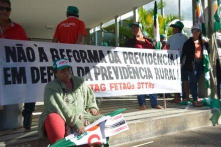 Trabalhadores rurais, ocupam dois ministérios em Brasíia
