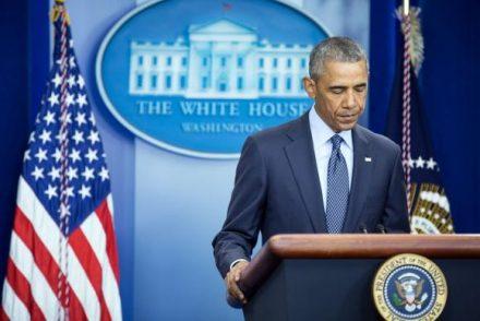 """O presidente dos EUA , Barrack Obama, ao lembrar os ataques às Torres Gêmeas e ao Pentágono disse que o país """"não pode seguir quem deseja dividi-lo ou reagir de uma maneira que afete o tecido de sua sociedade """""""