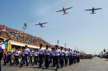 O desfile militar no Sambódromo, começa as oito e meia